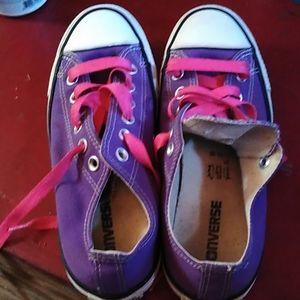Woman's SZ 7 purple low too Chuck's